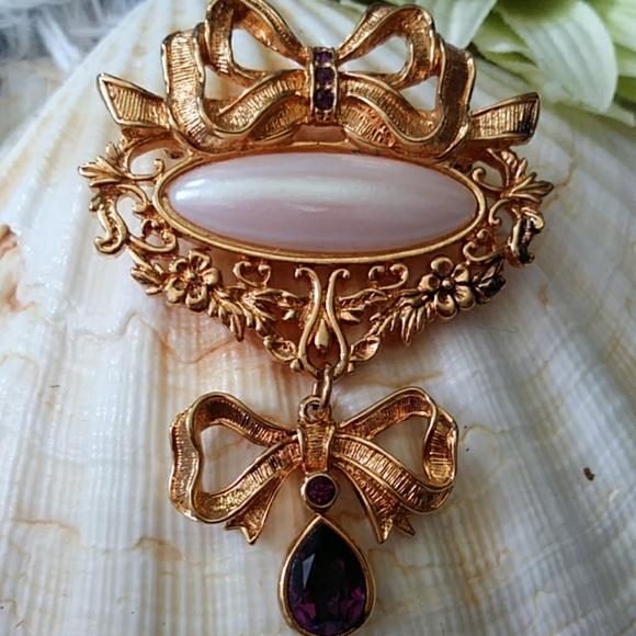 Avon Jewelry - Avon discontinued brooch